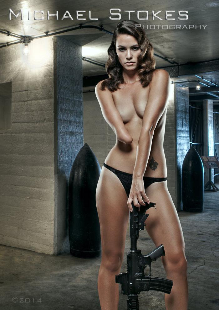 De jolis vétérans de guerre blessés montrent qu'ils sont assez confiants pour être modèles