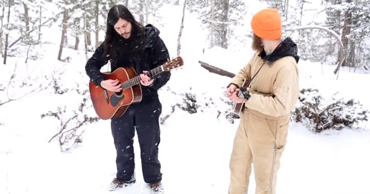 Ces gars chantaient dans la forêt lorsqu'ils ont entendu des sons derrière eux