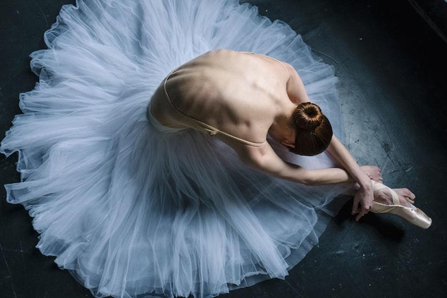 30 puissantes photos de danseuses de ballet révèlent la réalité cachée dans les coulisses des ballerines