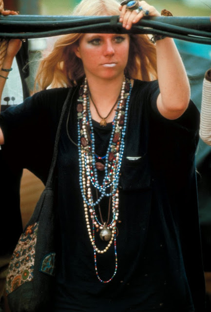 23 photos de filles à Woodstock qui montrent la beauté et le style de 1969