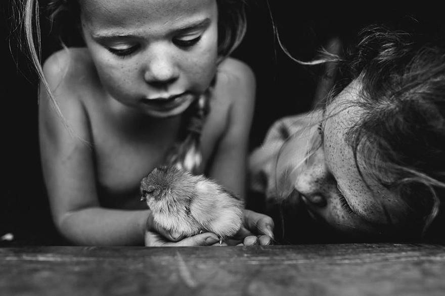 Une mère photographe documente la vie de ses enfants sans appareils électroniques