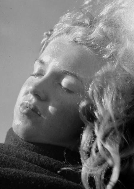 marilyn-monroe-andre-de-dienes-1945-03
