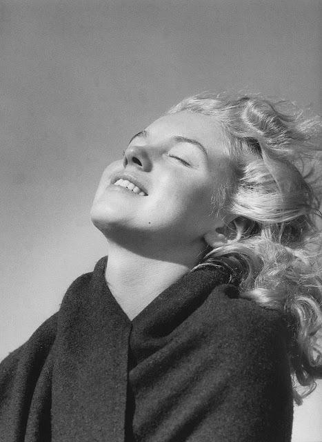 marilyn-monroe-andre-de-dienes-1945-09