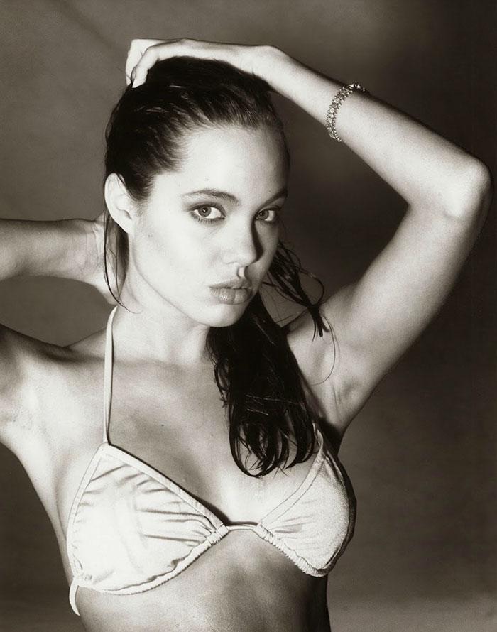 Voici Angelina Jolie à 15 ans lors de l'une de ses premières séances photo (19 images)