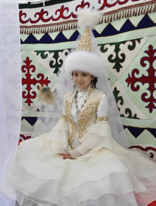 Voici à quoi ressemblent les tenues de mariage dans 30 pays du monde
