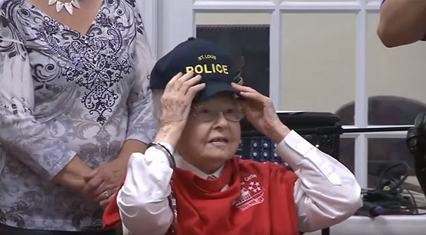 dame-102-ans-arreter-police-06