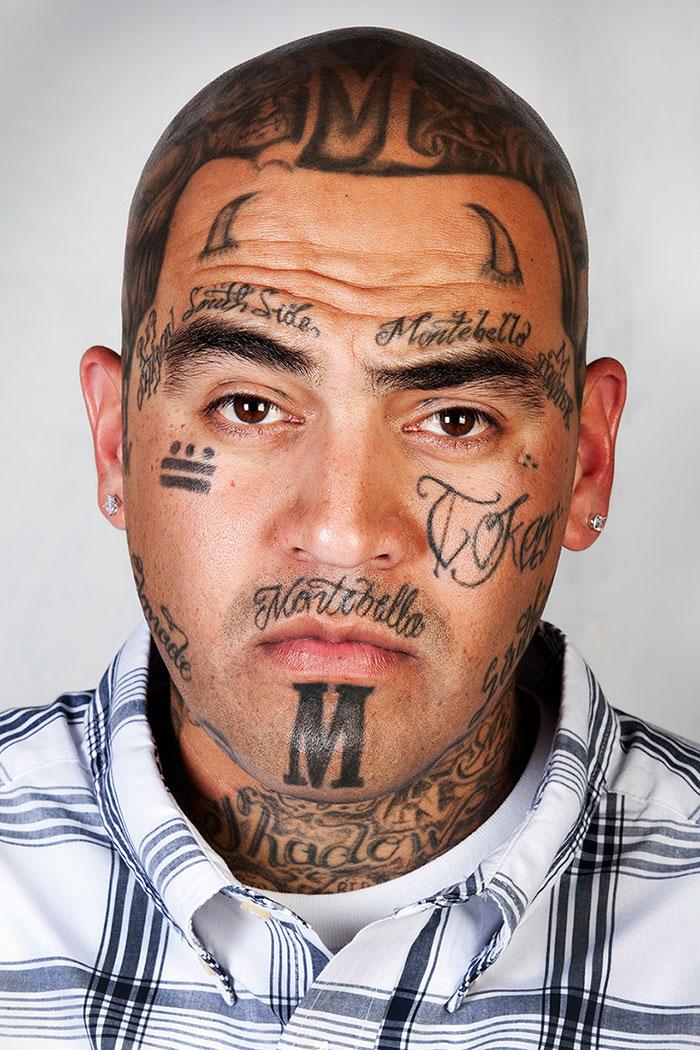 9 anciens membres de gangs avec et sans leurs tatouages