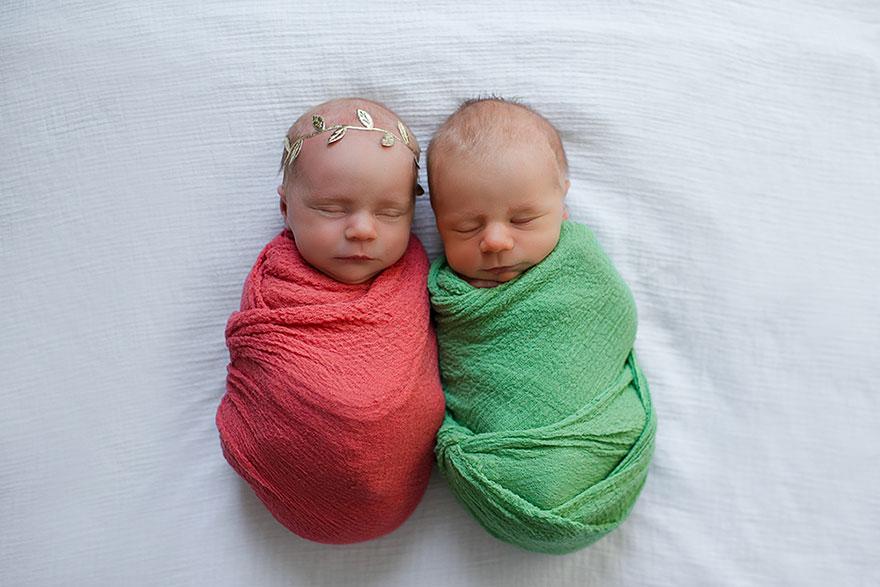 Cette mère a réalisé une séance photo émouvante de ses jumeaux nouveau-nés qui n'avaient plus beaucoup de temps