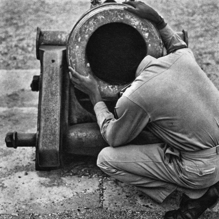 30 photos humoristiques prises dans les rues de la France des années 1950 par René Maltête