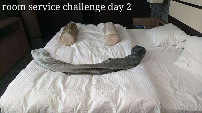 Un client qui s'ennuyait à l'hôtel a créé des «défis» pour les femmes de chambre, et elles ont répondu avec ces notes