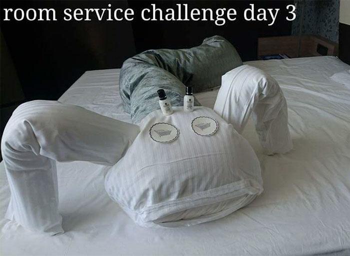 Un client qui s'ennuyait à l'hôtel a créé des « défis » pour les femmes de chambre, et elles ont répondu avec ces notes