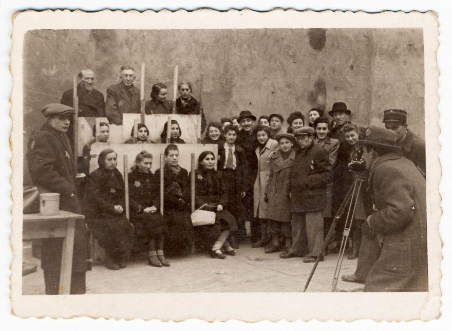Un photographe juif a enterré ces photos pour les cacher des nazis et elles vont te briser le coeur