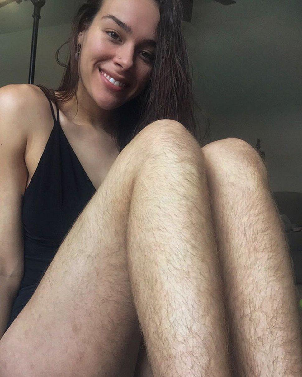 Cette blogueuse de fitness a cessé de se raser les jambes et les aisselles pendant 1 an pour promouvoir la beauté naturelle