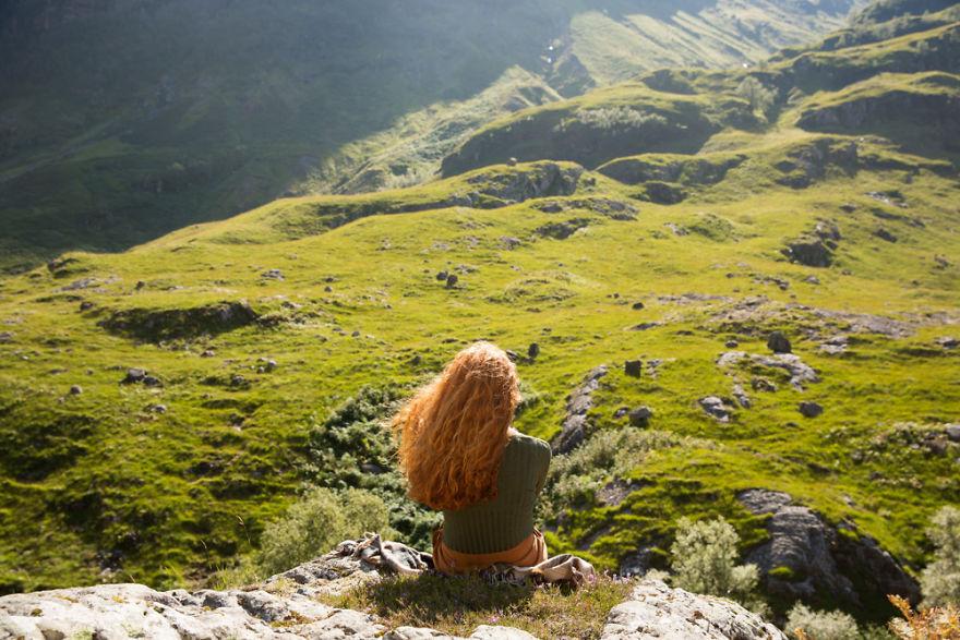 Un photographe voyage à travers le monde pour saisir la beauté stupéfiante des cheveux roux, et il photographie plus de 130 rousses