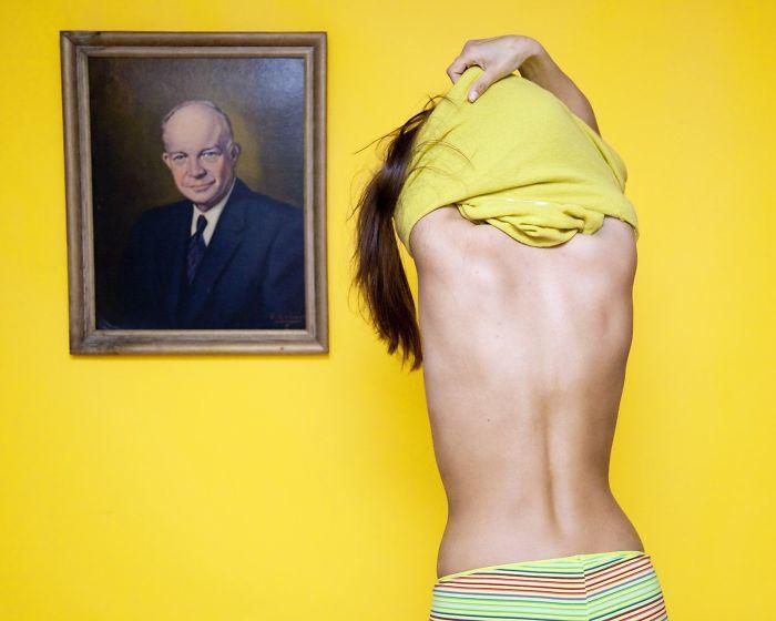 Cette photographe a enfreint 21 lois ridicules aux États-Unis, et le résultat est hilarant
