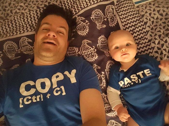 30 paires de t-shirts géniales qui vont vous faire rire
