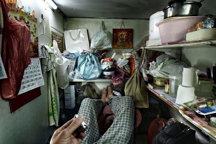 14 photos choquantes révèlent la réalité cachée derrière les «cabines cercueil» de Hong Kong