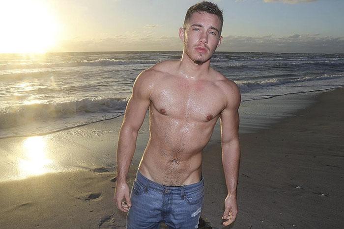 Cet homme transgenre a partagé des photos prises avant et après sa transformation, mais il a perdu ses amis et sa famille