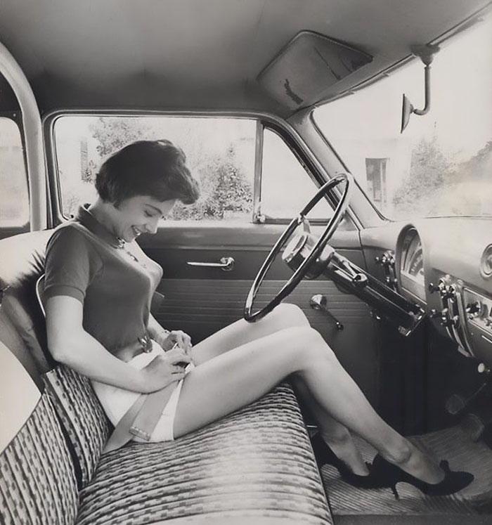 Les soutiens-gorge obus faisaient fureur dans les années 1940 et 1950, et ces 30 images vont piquer votre curiosité