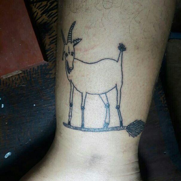 Cette tatoueuse est nulle en dessin, mais des gens la paient quand même pour se faire tatouer (30 photos)