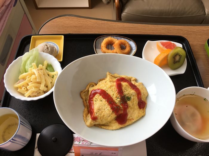 Une femme a accouché au Japon et a présenté 12 repas qu'elle a mangés à l'hôpital