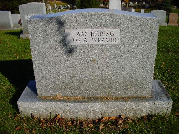20 pierres tombales hilarantes par des gens avec un excellent sens de l'humour