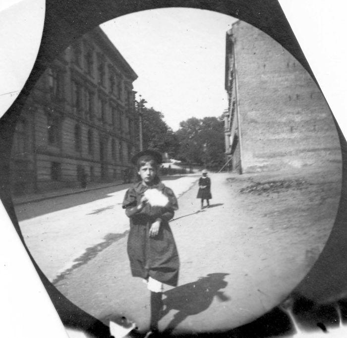 Cet étudiant de 19 ans utilisait un appareil photo espion pour prendre des photos secrètes dans les années 1890