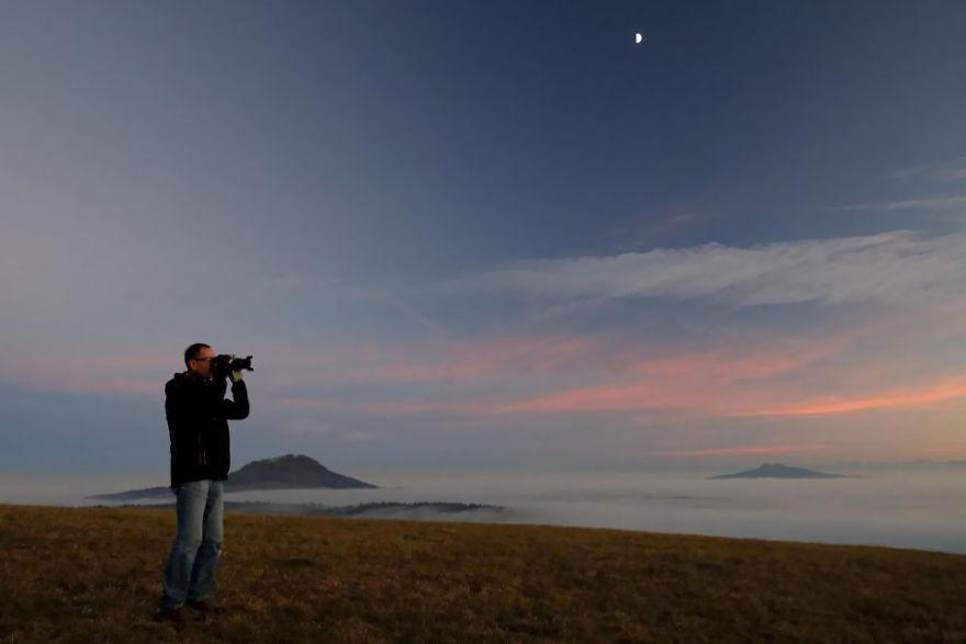 Un photographe prend une photo incroyablement rare, mais il le réalise seulement une fois arrivé à la maison