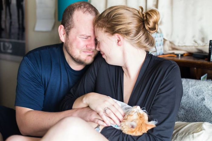 La séance photo de naissance de ce couple est devenue virale, mais les gens ne savent pas trop quoi en penser