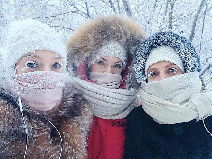 Un thermomètre vient de briser à -62 °C dans le village le plus froid sur Terre, et les photos sont à couper le souffle