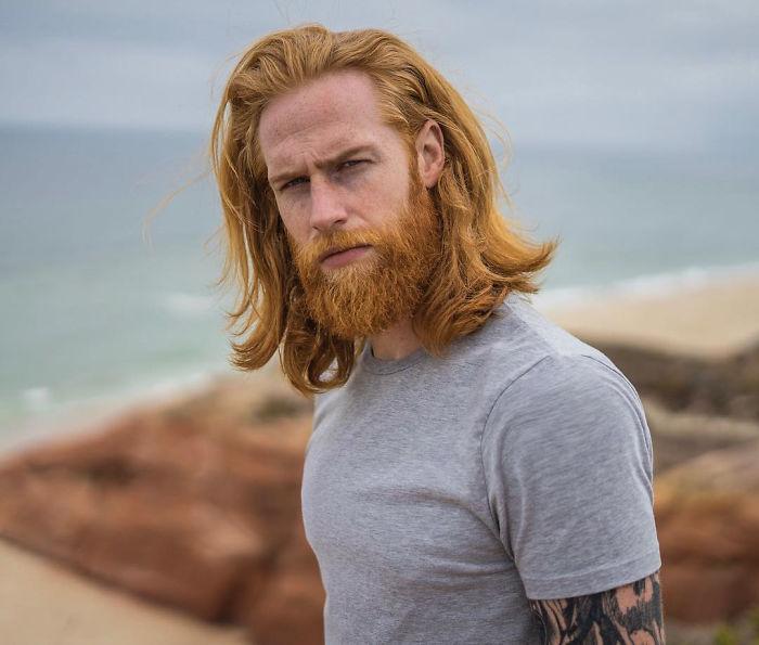 Un barbier dit à cet homme d'affaires «gêné» de se laisser pousser la barbe, et ça transforme sa vie