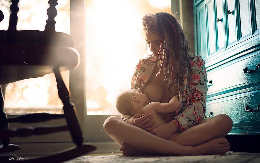 Ces superbes photos de mères qui allaitent à l'extérieur montrent que l'allaitement en public est tout à fait normal