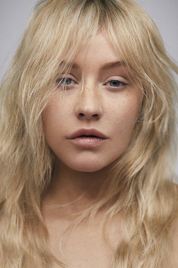 Christina Aguilera se démaquille pour une séance photo, et on est incapable de la reconnaître