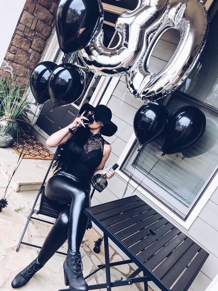 Cette femme a organisé un «enterrement de jeunesse» pour son 30e anniversaire
