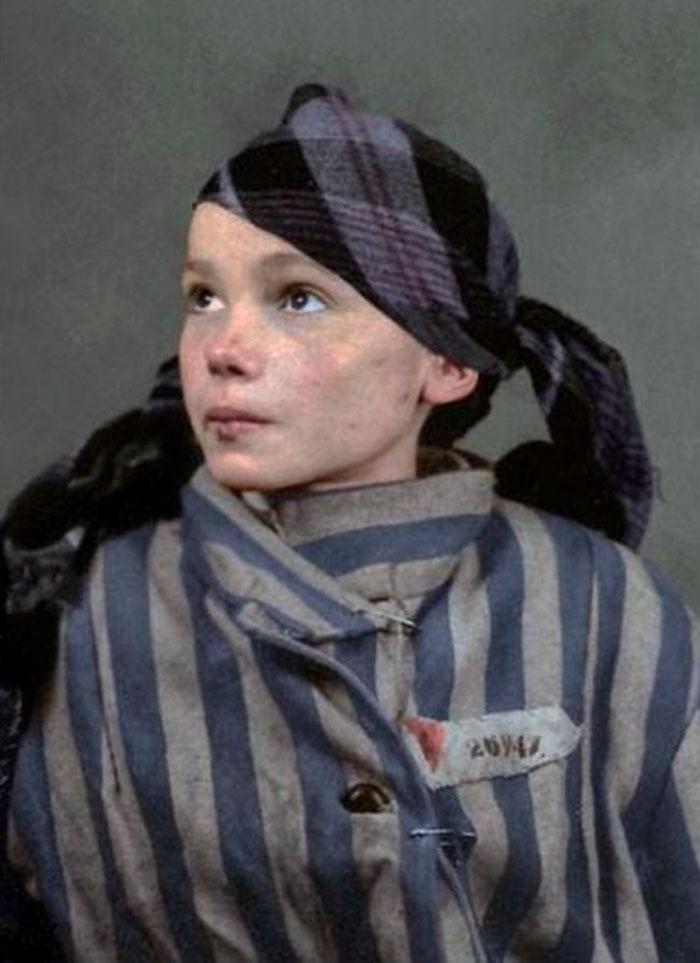 Les dernières photos d'une fille polonaise de 14 ans à Auschwitz ont été colorisées, et elles vont vous briser le coeur