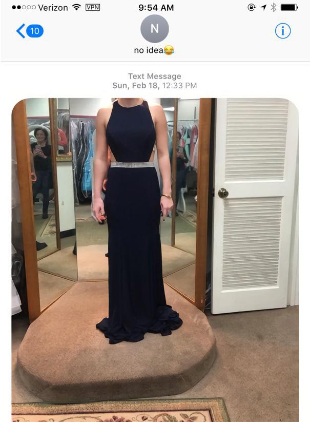 Cette femme a accidentellement texté le mauvais numéro en demandant conseil sur sa robe, mais elle ne s'attendait pas à changer la vie d'un garçon – ipnoze
