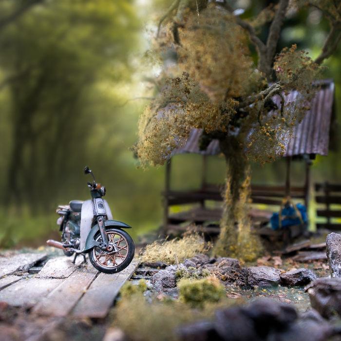 Cet artiste recrée les souvenirs d'enfance des gens avec des dioramas miniatures réalistes, et le résultat va vous émerveiller