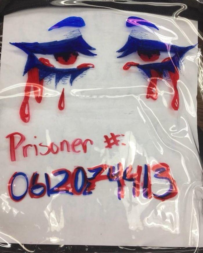 Les étudiants de Parkland se moquent de leurs sacs à dos transparents en transportant les choses qui effraient le plus les conservateurs