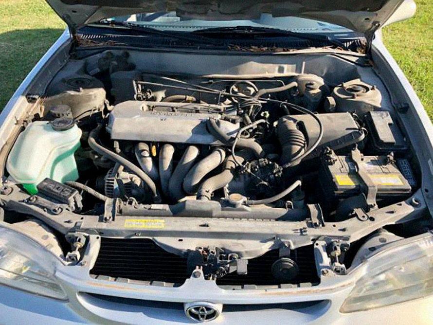 Les internautes sont morts de rire après avoir vu la façon dont ce gars essaie de vendre sa vieille voiture