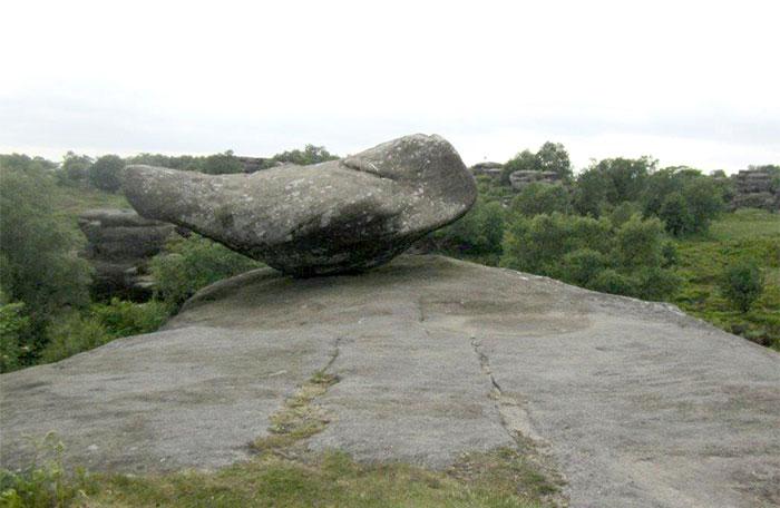 Des adolescents détruisent 320 millions d'années d'histoire en quelques secondes