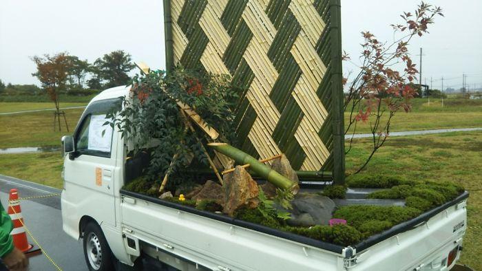Des Japonais s'affrontent pour voir qui pourra créer le plus beau jardin dans l'arrière de son camion (30 images)