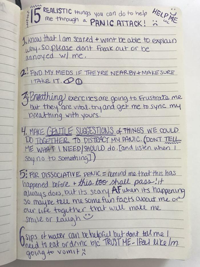 Une femme souffrant d'anxiété fait une liste pour son petit ami sur la façon de la traiter