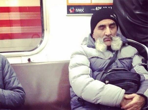 22 fois où des gens ont dû y regarder à deux fois pour comprendre ce qu'ils voyaient dans le métro