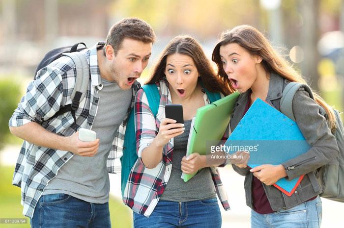 Vous souvenez-vous de la fille à droite? Quelqu'un a trouvé plus de photos d'elle, et elles sont «étonnantes»