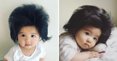 Voici le bébé de 2 mois avec la plus grosse touffe de cheveux