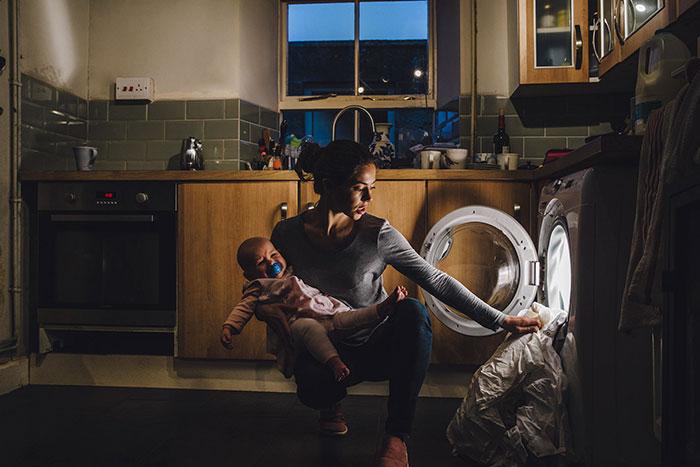 Cette mère célibataire en difficulté a reçu une offre incroyable d'une parfaite inconnue, et les choses se sont vite intensifiées