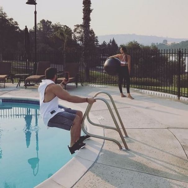 Des gens partagent des photos de gars «forcés» de prendre des photos parfaites de leurs petites amies (27 nouvelles images)
