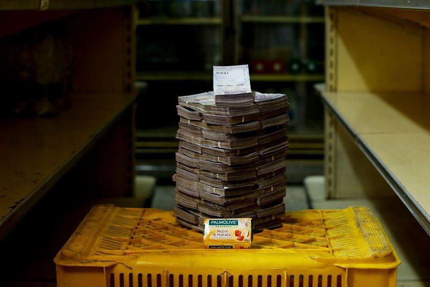 Voici combien d'argent il vous faut pour acheter différents articles courants au Venezuela (11 images)