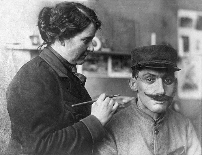 Ces photos fascinantes avant et après montrent comment cette femme a changé la vie d'anciens combattants de la Première Guerre mondiale en «restaurant» leurs visages