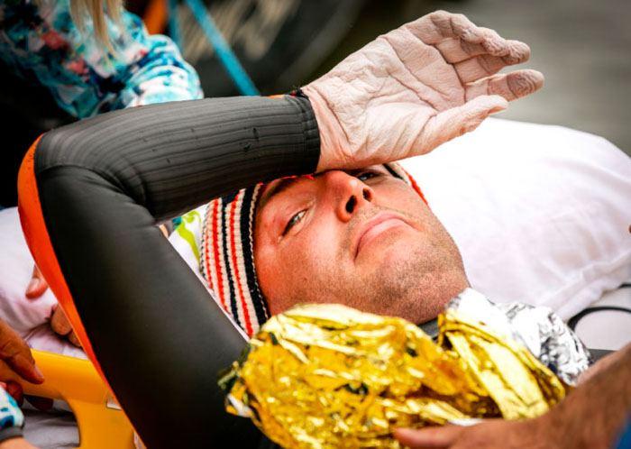 L'allure du corps de cet homme après avoir nagé 163 km en 55 heures va vous donner des frissons